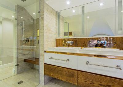 Fancourt House: bathroom